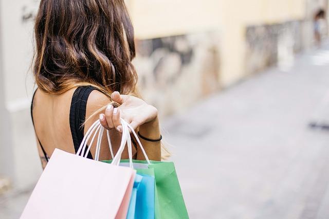 Femme depense shopping
